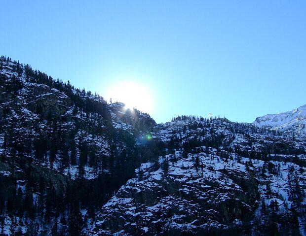 AL-Illu-Sonnenaufgang-Berge-Kultor_pixelio (jpg)
