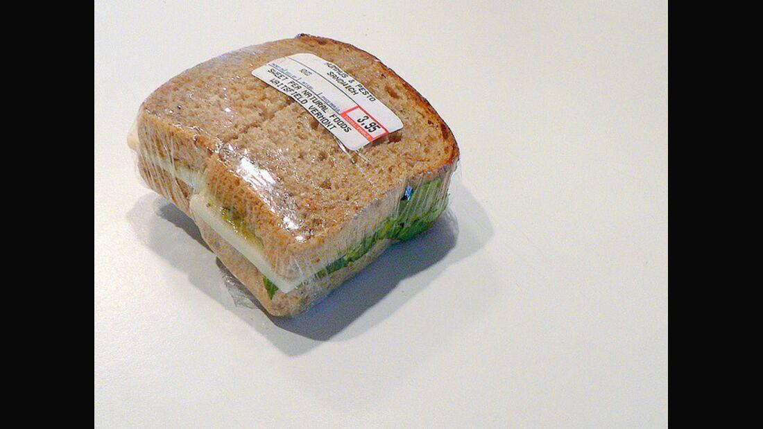 AL Sandwich in Frischhalte-Folie