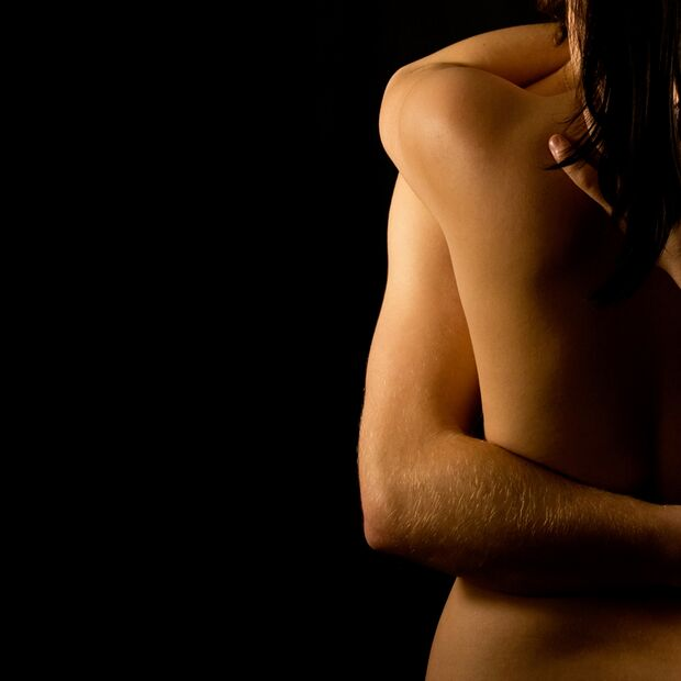 AL-Sex-abnehmen-shutterstock_112737484 (jpg) Päärchen beim Sex - Umarmung