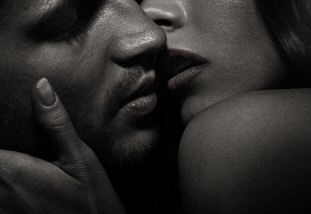 AL-Sex-abnehmen-shutterstock_135849443 (jpg) küssendes Paar