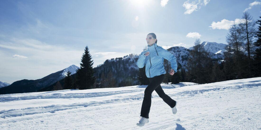 AL-shutterstock-fuer-burmester-1212-shutterstock_117825310-Running-Winter-Joggen-Schnee-Laufen (jpg)