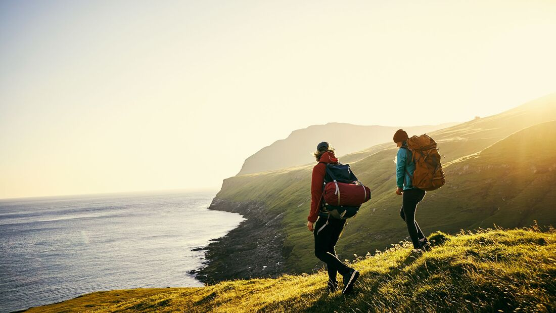 Backpacker an der Küste