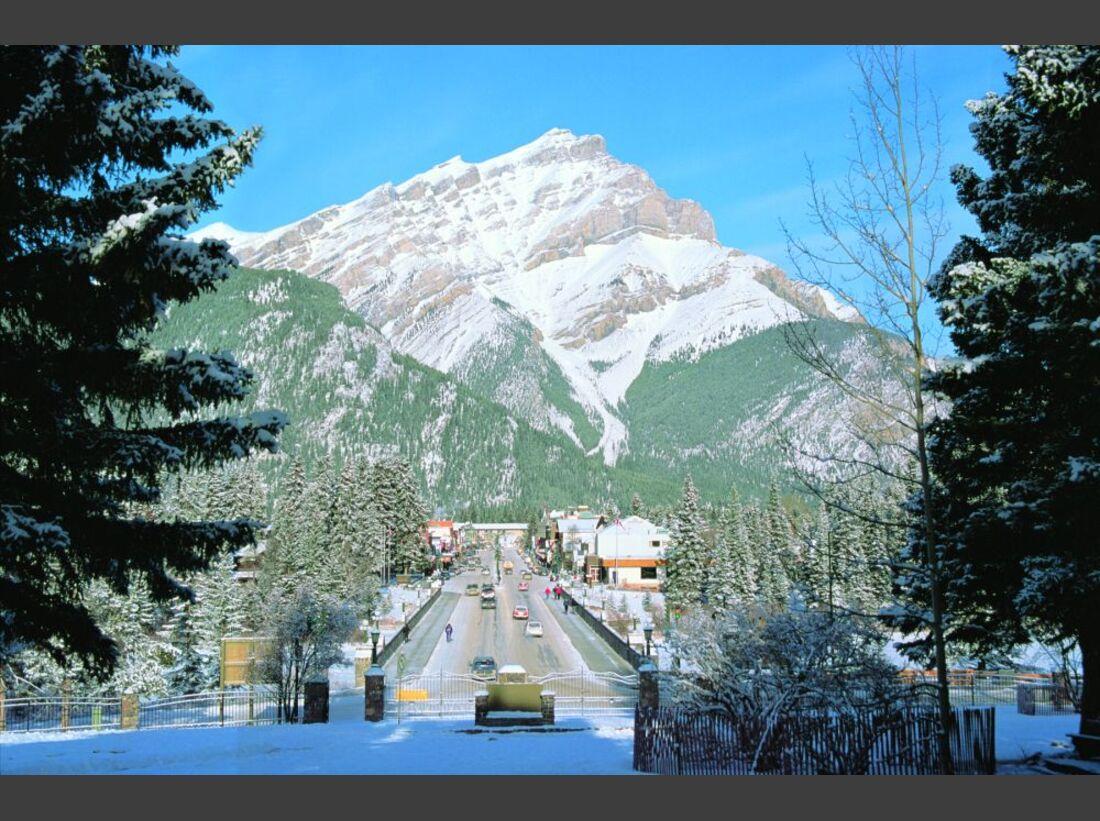 Banff_Avenue_Winter-7807 (jpg)