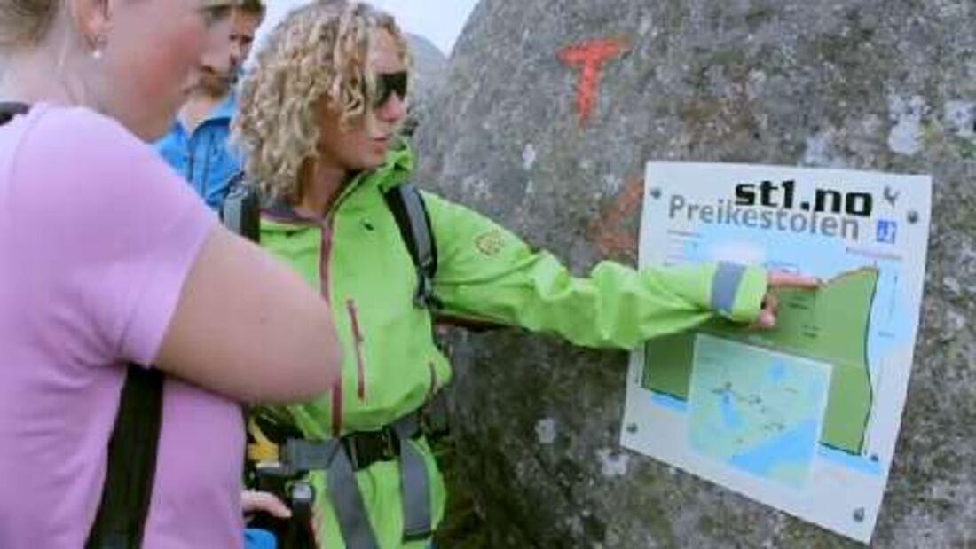 Bergwandern am Preikestolen in Fjord Norwegen