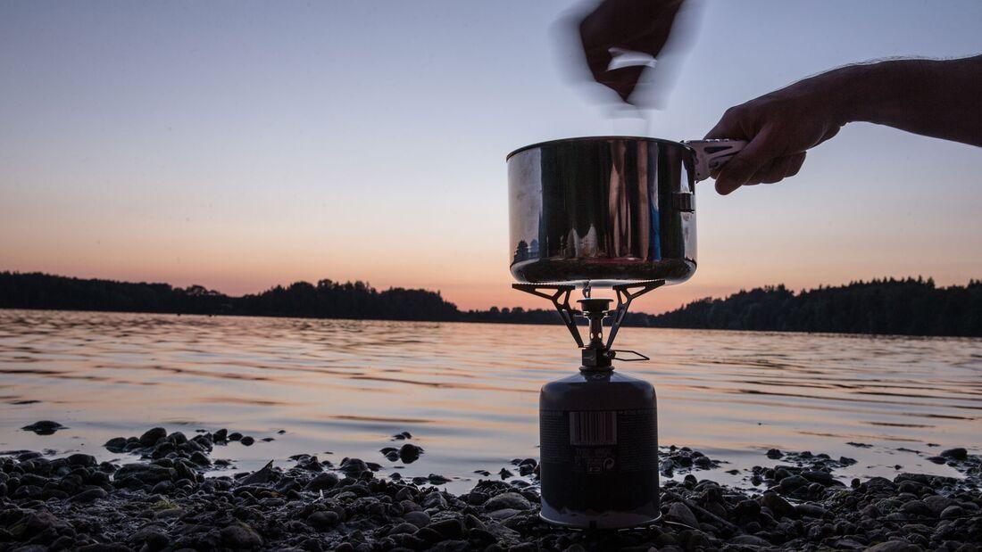 Biwakieren am See - mit Kocher und Schlafsack