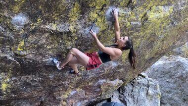 Brooke Raboutou klettert Jade V14