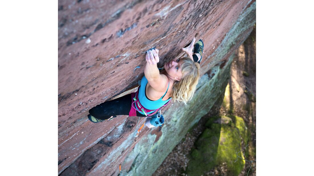 Charlotte Frank klettert in der Pfalz