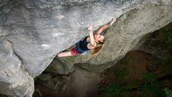 Chiara Hanke klettert im Frankenjura