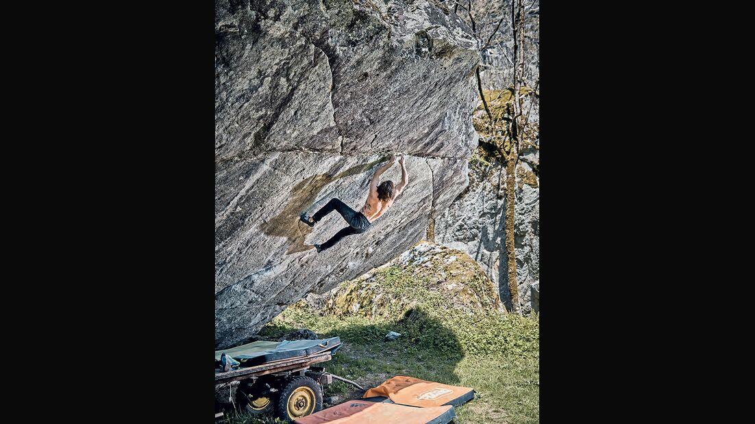 Daniel Woods in Off the Wagon sd (Fb 8C), Val Bavona, Schweiz