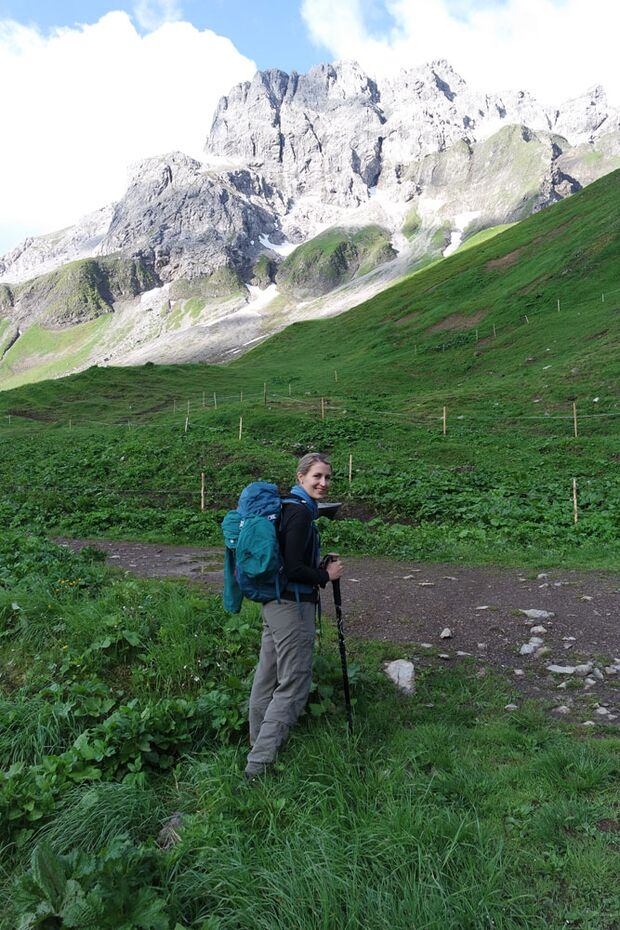 Daniela auf Alpencross mit dem Mammut Crea Pro 13