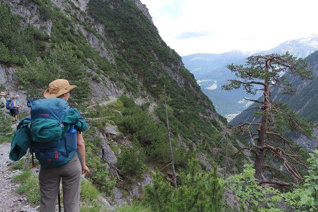 Daniela auf Alpencross mit dem Mammut Crea Pro 4
