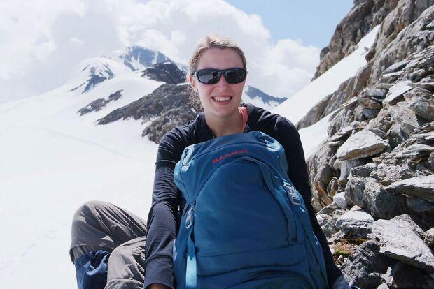 Daniela auf Alpencross mit dem Mammut Crea Pro 8