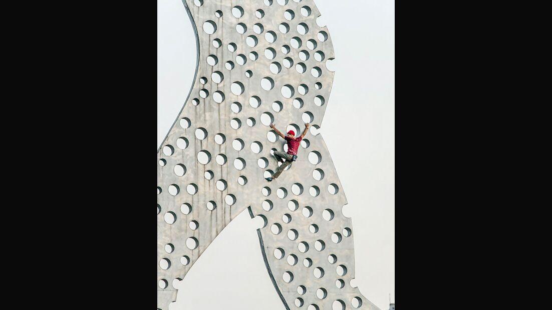 Elias Arriagada Krüger am Molecule Man, Berlin, Deutschland