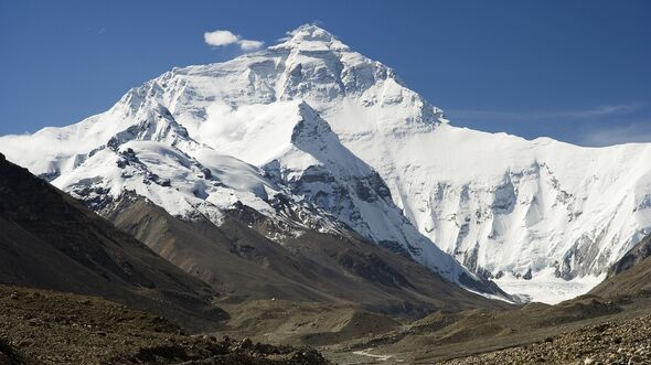 KL_8000er_Everest_North_Face_toward_Base_Camp_Tibet_Luca_Galuzzi_2006 (jpg)