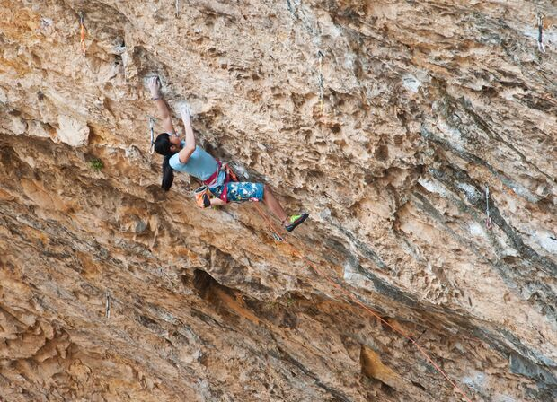 KL Ashima Shiraishi klettert Open your Mind direct (9a) in Santa Linya
