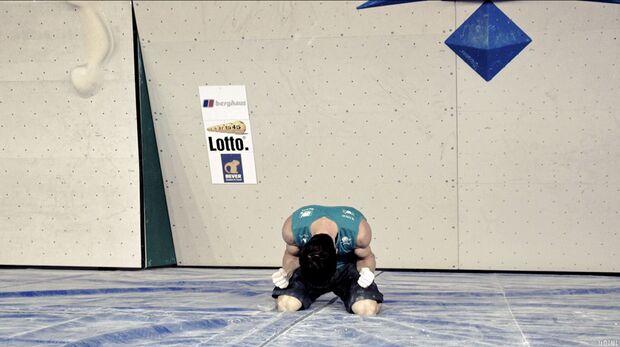 KL Boulder EM Eindhoven 2013_Nach unzaehligen Anlaeufen endlich am Ziel - Kilian Fischhuber freut sich ueber den Europameister-Titel