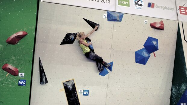 KL Boulder EM Eindhoven 2013_Zweimal knapp an einer Topbegehung gescheitert wurde Monika Retschy immer noch hervorragende Dritte (jpg)