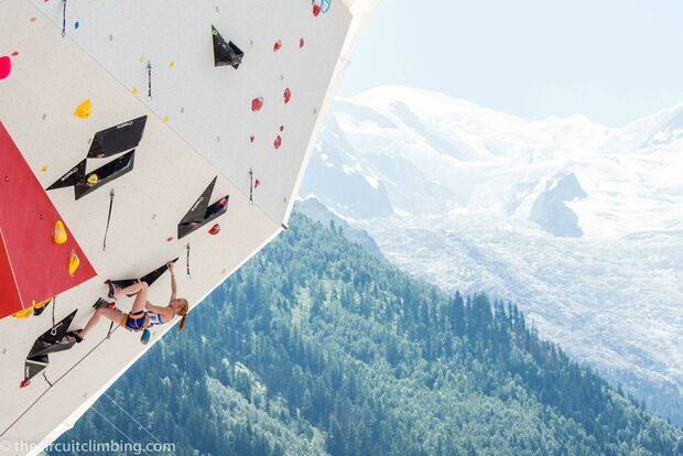 KL-Boulder-Weltcup-2015-the-circuit-boulder-weltcup-Chamonix-2015-IFSC-Lead-World-Cup-Qualifications-101-Delaney-Miller (jpg)