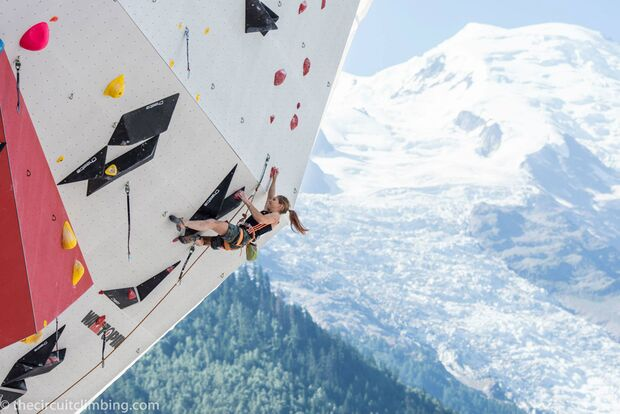 KL-Boulder-Weltcup-2015-the-circuit-boulder-weltcup-Chamonix-2015-IFSC-Lead-World-Cup-Qualifications-26-Mina-Markovic (jpg)