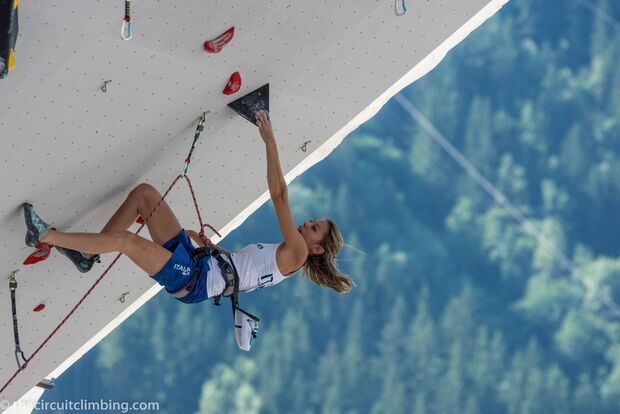 KL-Boulder-Weltcup-2015-the-circuit-boulder-weltcup-Chamonix-2015-IFSC-Lead-World-Cup-Qualifications-39-Martina-Blanchet (jpg)