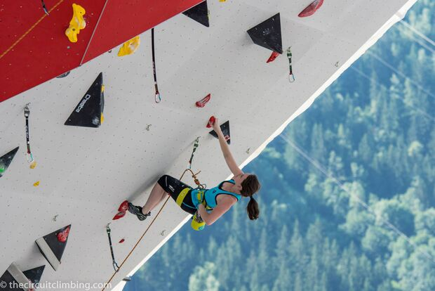 KL-Boulder-Weltcup-2015-the-circuit-boulder-weltcup-Chamonix-2015-IFSC-Lead-World-Cup-Qualifications-43-Iva-Vejmolova (jpg)