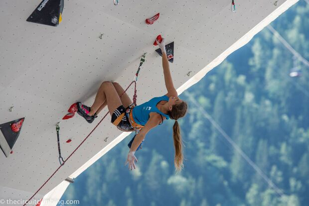 KL-Boulder-Weltcup-2015-the-circuit-boulder-weltcup-Chamonix-2015-IFSC-Lead-World-Cup-Qualifications-48-Charlotte-Durif (jpg)
