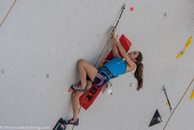 KL-Boulder-Weltcup-2015-the-circuit-boulder-weltcup-Chamonix-2015-IFSC-Lead-World-Cup-Qualifications-61-Helene-Janicot (jpg)