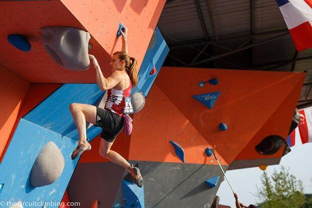 KL-Boulder-Weltcup-2015-the-circuit-boulder-weltcup-Haiyang-2015-IFSC-Boulder-World-Cup-Finals-selection-11-Petra-Klingler (jpg)