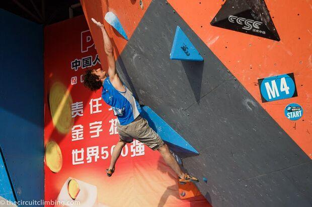 KL-Boulder-Weltcup-2015-the-circuit-boulder-weltcup-Haiyang-2015-IFSC-Boulder-World-Cup-Finals-selection-14-Adam-Ondra (jpg)