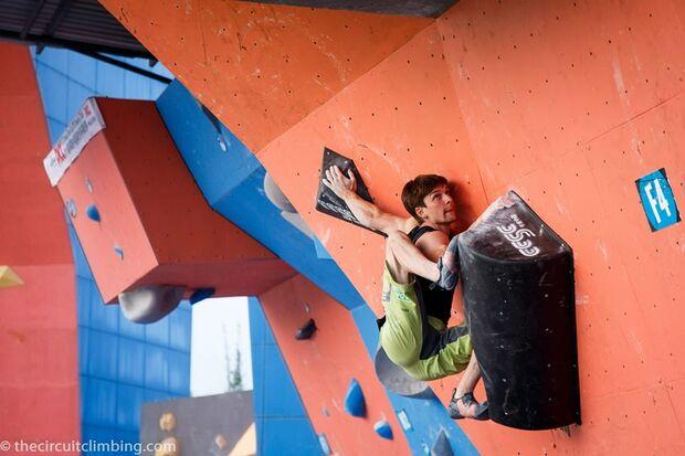 KL-Boulder-Weltcup-2015-the-circuit-boulder-weltcup-Haiyang-2015-IFSC-Boulder-World-Cup-Finals-selection-34-Jan-Hojer (jpg)
