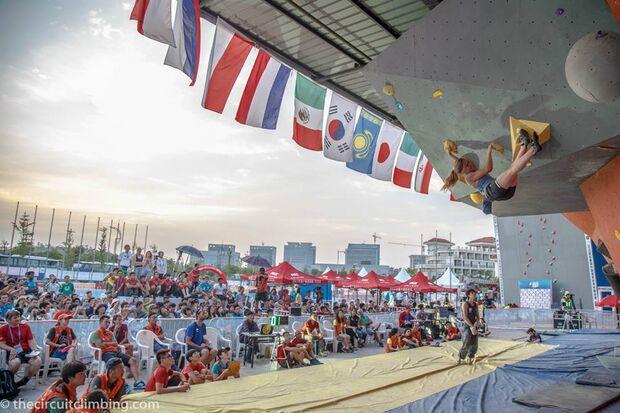 KL-Boulder-Weltcup-2015-the-circuit-boulder-weltcup-Haiyang-2015-IFSC-Boulder-World-Cup-Finals-selection-36-Shauna-Coxsey (jpg)