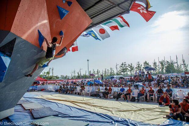 KL-Boulder-Weltcup-2015-the-circuit-boulder-weltcup-Haiyang-2015-IFSC-Boulder-World-Cup-Finals-selection-5-Jan-Hojer (jpg)