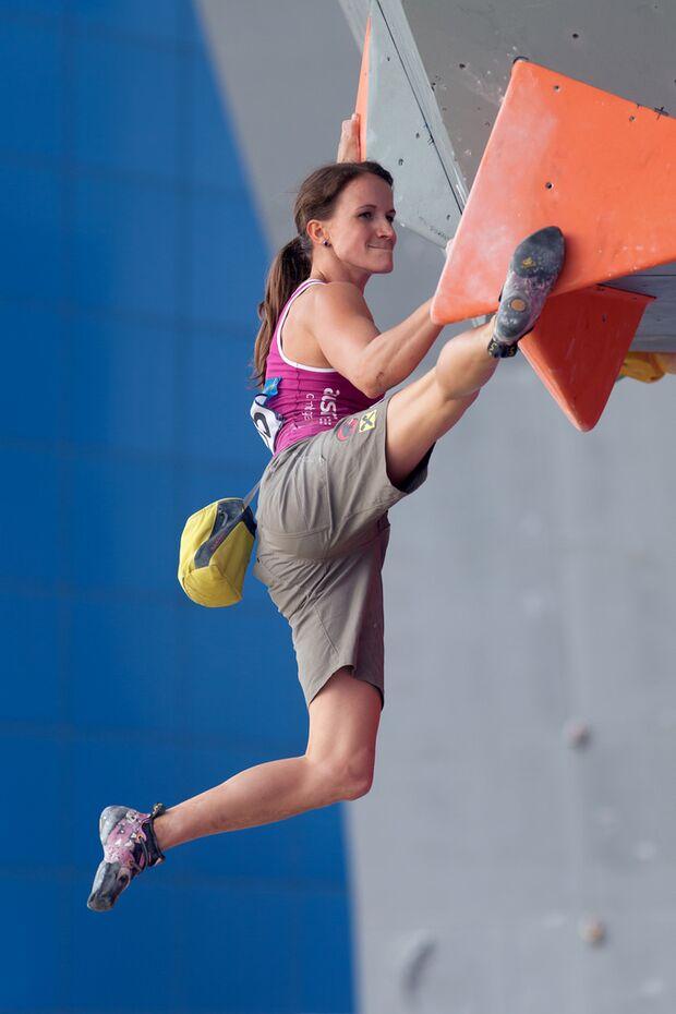 KL-Boulder-Weltcup-Haiyang-2014-Anna-Stoehr-14287041449_92b3a87481_b (jpg)