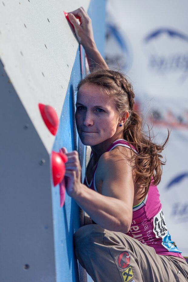 KL-Bouldering-World-Cup-Baku-2014-Anna-Stoehr-2 (jpg)