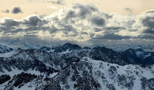 KL CEWE Fotowettbewerb 2013 Leserfotos Felix Graf - Lesertext: Das erste Bild ist während einer Schneewanderung in Damüls, Österreich am 10.11.12 entstanden. Ich war mit Freunden in der Gegend und wir hatten Lust auf eine Schneeschuhwanderung. Vom Portlak