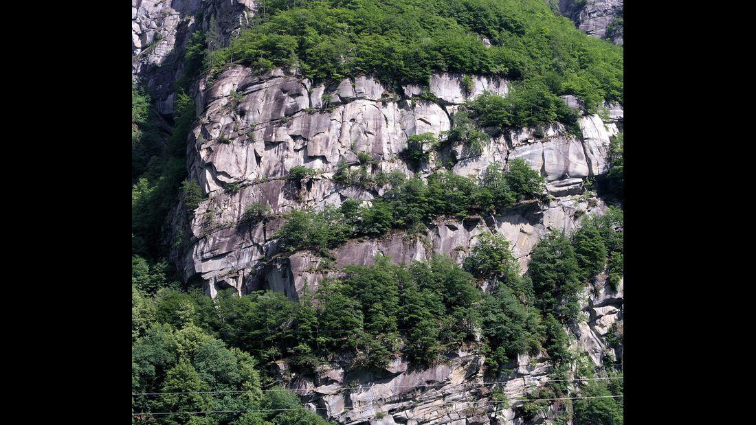 KL-Cadarese-Rissklettern-c-Silvan-Schuepbach-1 (jpg)