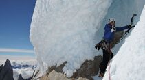 KL-Damenbegehung-Cerro-Torre-Christina-starting-the-second-last-pitch-(C)-Caro-North (jpg)