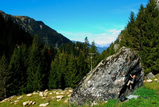 KL-Doro-BouldernAufDerAlmSchweiz (jpg)
