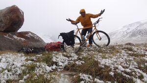 KL-EOFT-2013-RoadFromKarakol_Kyle_in_snowy_landscape Kopie