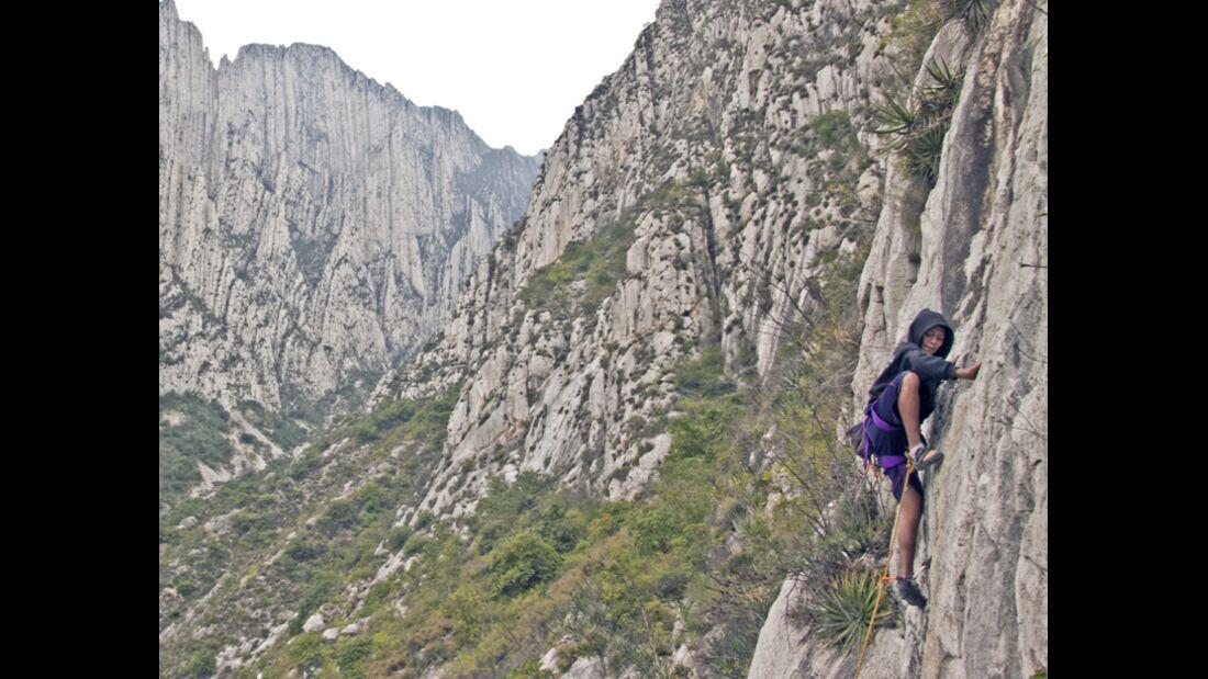 KL-Escalando-Fronteras-Charity-Klettern-Mexiko-Ossos-erster-Vorstieg-in-einer-von-uns-eingebohrten-Route-in-La-Huasteca (jpg)