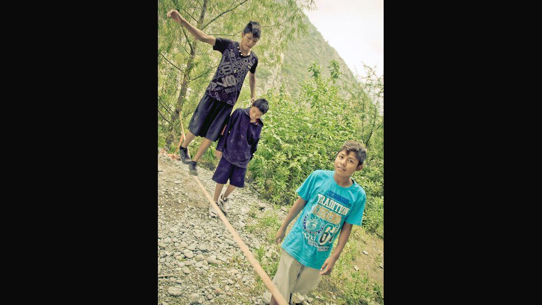 KL-Escalando-Fronteras-Charity-Klettern-Mexiko-Spass-bei-neuen-Herausforderungen-mit-der-Slackline (jpg)