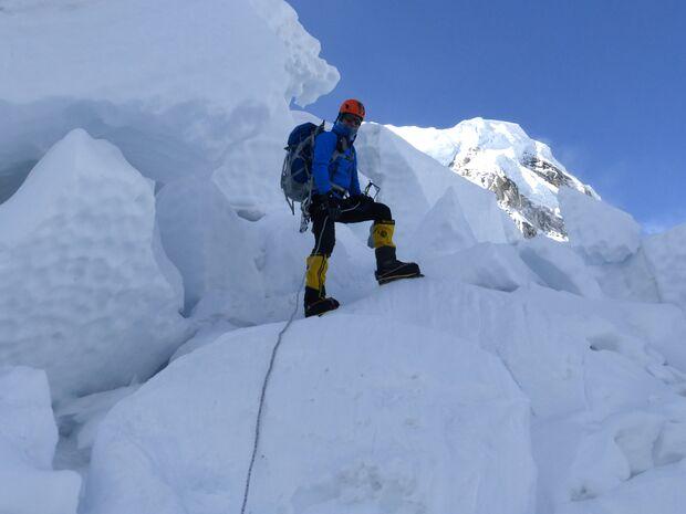 KL-Everest-Tragoedie-Sherpa-Hilfe-02-Khumbu-Eisfall-2 (jpg)