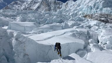 KL-Everest-Tragoedie-Sherpa-Hilfe-04-Khumbu-Eisfall-4 (jpg)