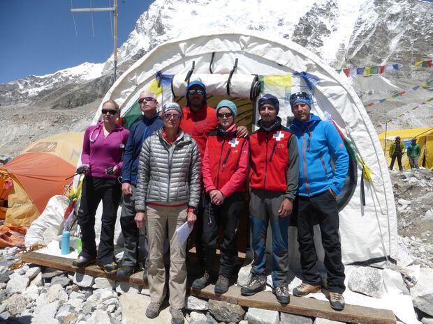 KL-Everest-Tragoedie-Sherpa-Hilfe-11-Internationales-Aerzteteam (jpg)