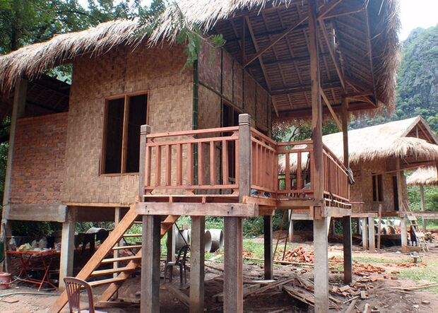 KL-GreenClimbersHome-Klettern-Laos-KL-Green-climbers-home-laos-Bungalow-bau (jpg)