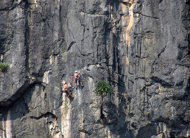 KL-GreenClimbersHome-Klettern-Laos-KL-Green-climbers-home-laos-climbing-multipitch (jpg)
