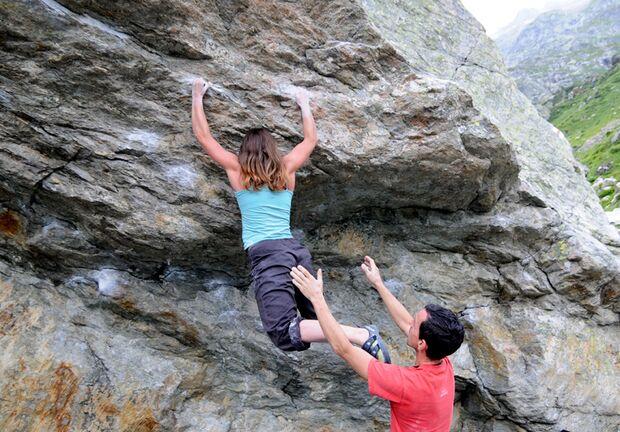 KL Herauspendelnde Füße beim Bouldern