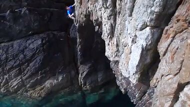 KL Jack Geldard climbing Electric Blue Gogarth TEaserbild