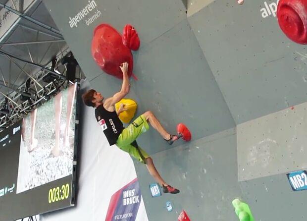 KL Jan Hojer bouldert bei der Boulder-Europameisterschaft 2015