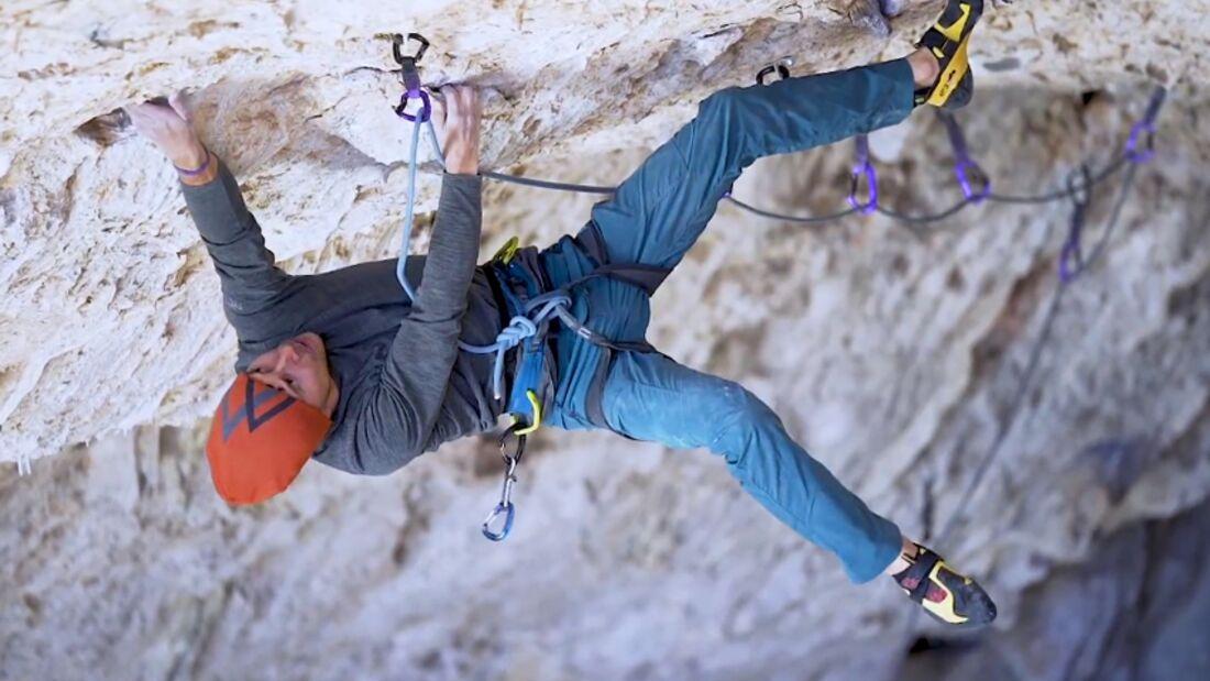 KL Jonathan Siegrist klettert 'Bone Tomahawk' (5.15a)